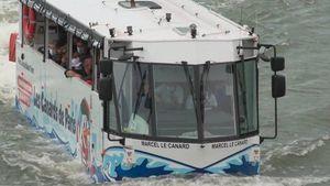 Parigi mon amour: l'autobus anfibio che naviga la Senna