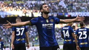 Inter, è subito show: 4-0 al Genoa con super Calhanoglu