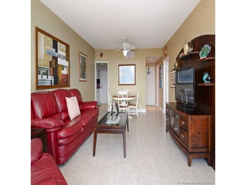 Alexander Towers for Sale - 3505 S Ocean Dr, Unit 1104, Hollywood 33019, photo 4 of 9