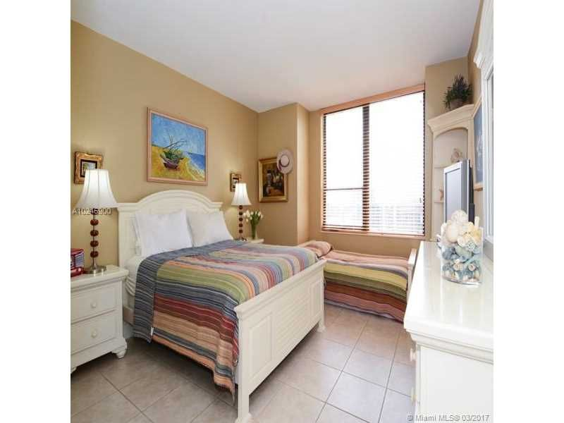 Alexander Towers for Sale - 3505 S Ocean Dr, Unit 1104, Hollywood 33019, photo 5 of 9