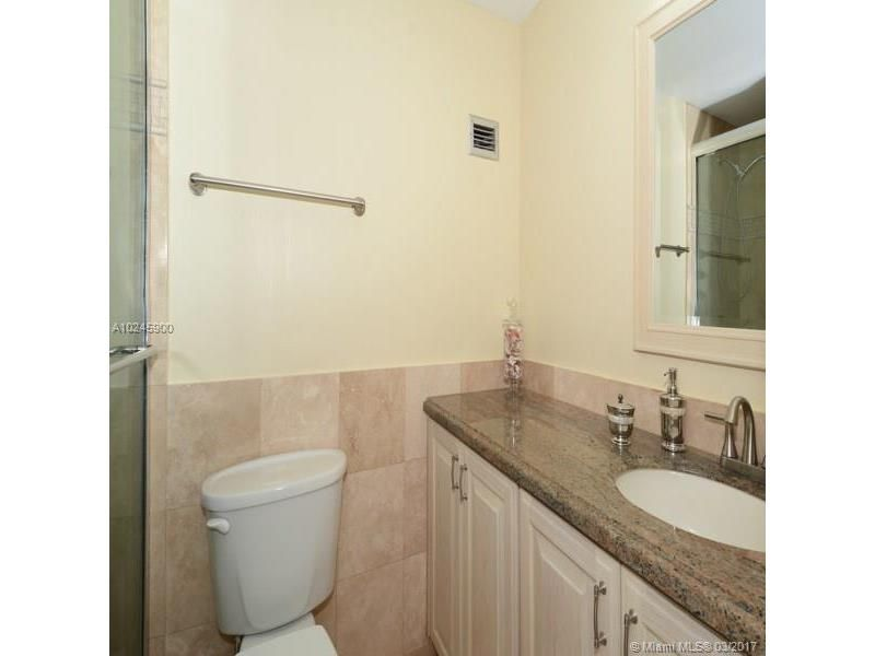 Alexander Towers for Sale - 3505 S Ocean Dr, Unit 1104, Hollywood 33019, photo 6 of 9
