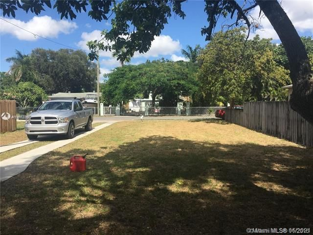 Woodhaven Amended Plat for Sale - 243 SW 8th St, Dania 33004, photo 2 of 11