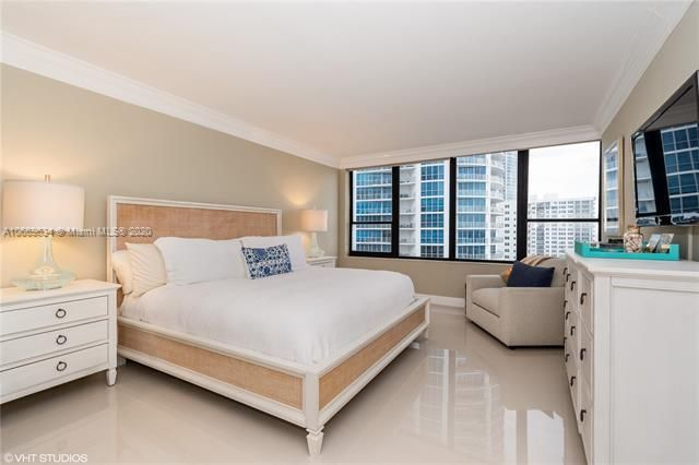 Alexander Towers for Sale - 3505 S Ocean Dr, Unit 1112, Hollywood 33019, photo 9 of 16