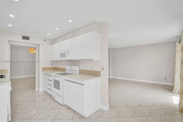 Summit for Sale - 1201 S Ocean Dr, Unit 110S, Hollywood 33019, photo 13 of 58