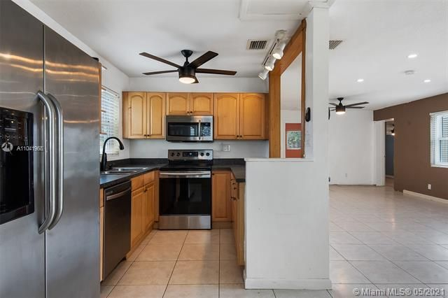 North Margate 1st Add for Sale - 2656 NW 63rd Ave, Margate 33063, photo 15 of 22