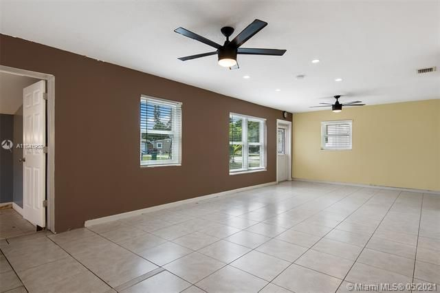 North Margate 1st Add for Sale - 2656 NW 63rd Ave, Margate 33063, photo 18 of 22