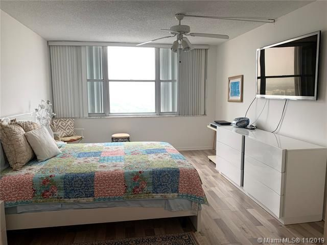 Quadomain for Sale - 2101 S Ocean Dr, Unit 2206, Hollywood 33019, photo 6 of 26