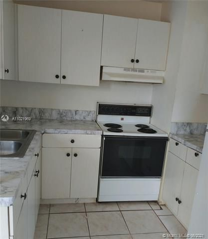 Browardale 1st Addition for Sale - 3341 NW 5th Pl, Lauderhill 33311, photo 3 of 9