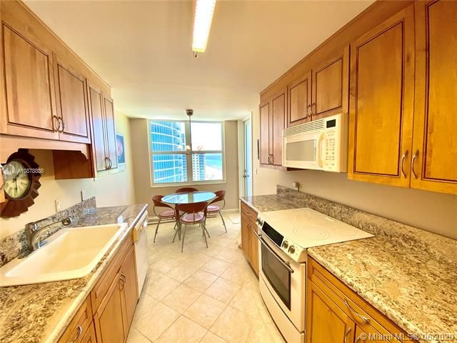 Aquarius for Sale - 2751 S Ocean Dr, Unit 1702S, Hollywood 33019, photo 13 of 50
