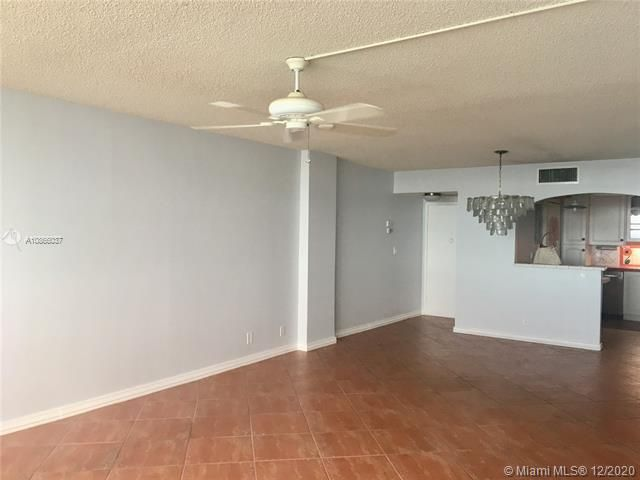 Sea Air Towers for Sale - 3725 S Ocean Dr, Unit 601, Hollywood 33019, photo 3 of 24