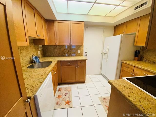 Alexander Towers for Sale - Hollywood, FL 33019, photo 5 of 8