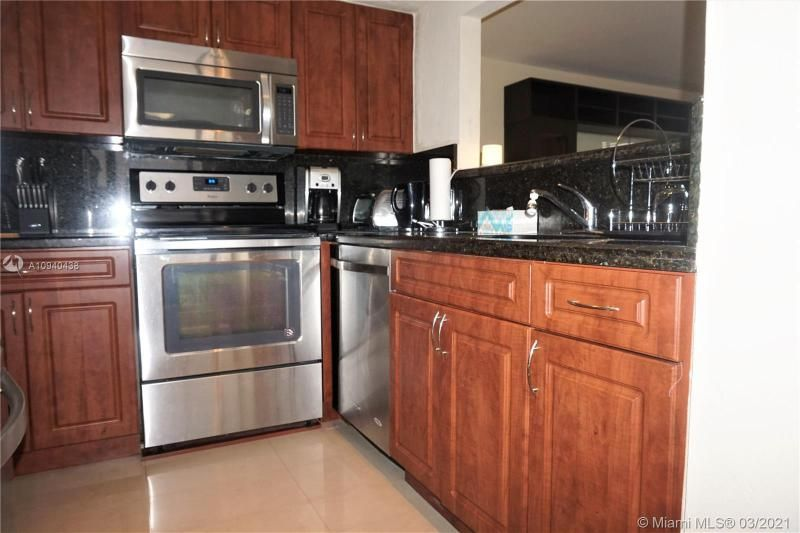 Alexander Towers for Sale - 3505 S Ocean Dr, Unit 205, Hollywood 33019, photo 3 of 24