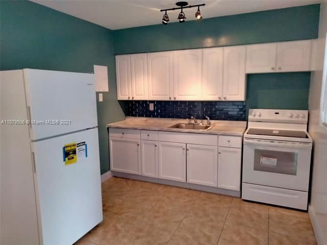 Paradise Manor for Sale - 525 SW 1st St, Dania 33004, photo 11 of 17