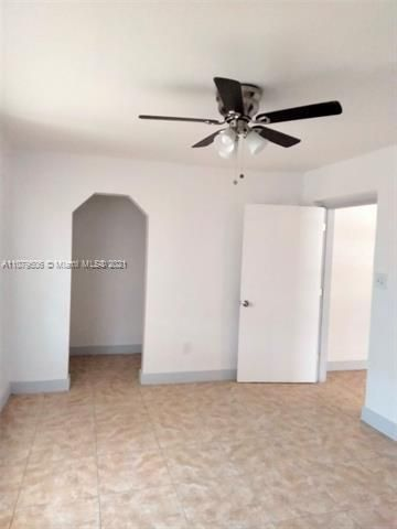 Paradise Manor for Sale - 525 SW 1st St, Dania 33004, photo 14 of 17
