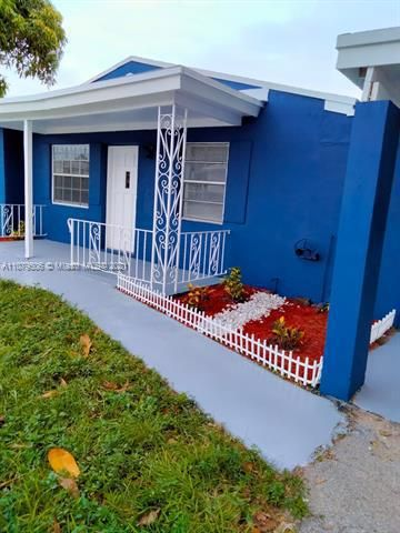 Paradise Manor for Sale - 525 SW 1st St, Dania 33004, photo 3 of 17