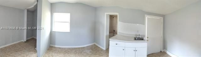 Paradise Manor for Sale - 525 SW 1st St, Dania 33004, photo 6 of 17