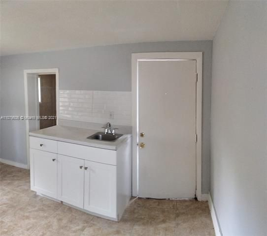 Paradise Manor for Sale - 525 SW 1st St, Dania 33004, photo 8 of 17
