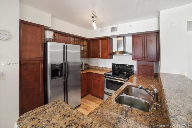 Yacht Club At Aventura for Sale - 19701 E Country Club Dr, Unit 5301, Aventura 33180, photo 7 of 14