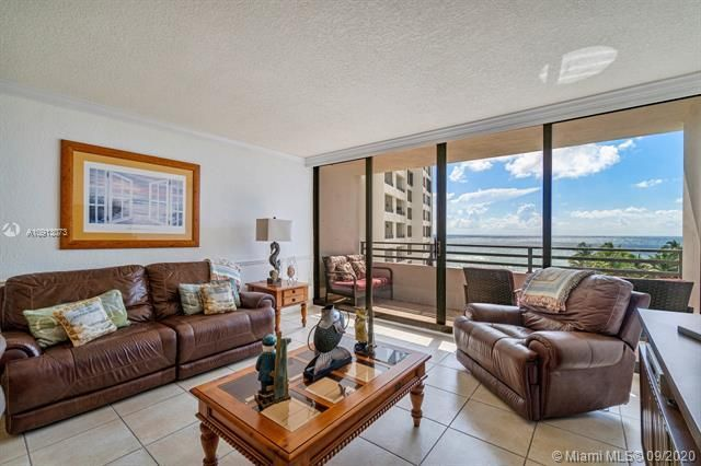 Alexander Towers for Sale - 3505 S Ocean Dr, Unit 520, Hollywood 33019, photo 11 of 44
