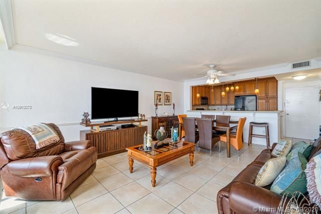 Alexander Towers for Sale - 3505 S Ocean Dr, Unit 520, Hollywood 33019, photo 12 of 44
