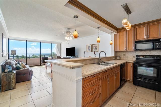 Alexander Towers for Sale - 3505 S Ocean Dr, Unit 520, Hollywood 33019, photo 5 of 44