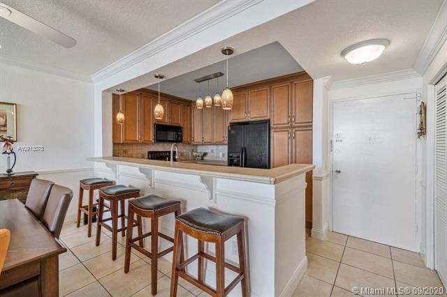 Alexander Towers for Sale - 3505 S Ocean Dr, Unit 520, Hollywood 33019, photo 6 of 44