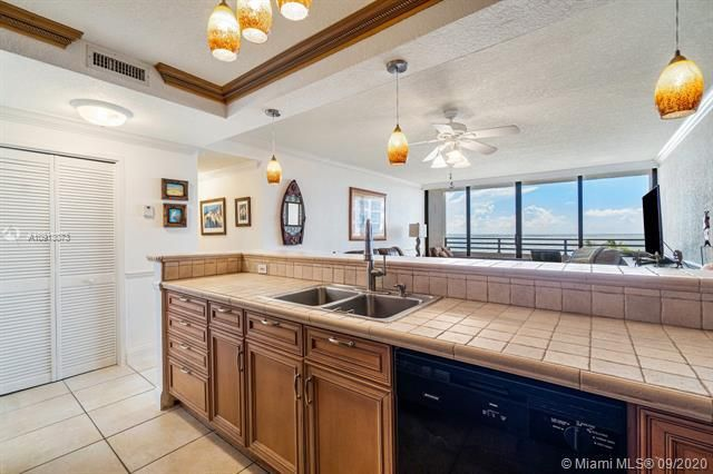 Alexander Towers for Sale - 3505 S Ocean Dr, Unit 520, Hollywood 33019, photo 8 of 44