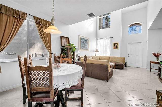 Regency Lakes At Coconut for Sale - 5039 Heron Ct, Coconut Creek 33073, photo 12 of 37