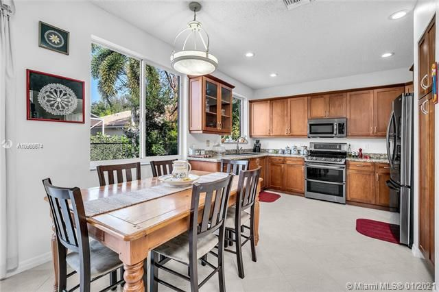 Regency Lakes At Coconut for Sale - 5039 Heron Ct, Coconut Creek 33073, photo 15 of 37