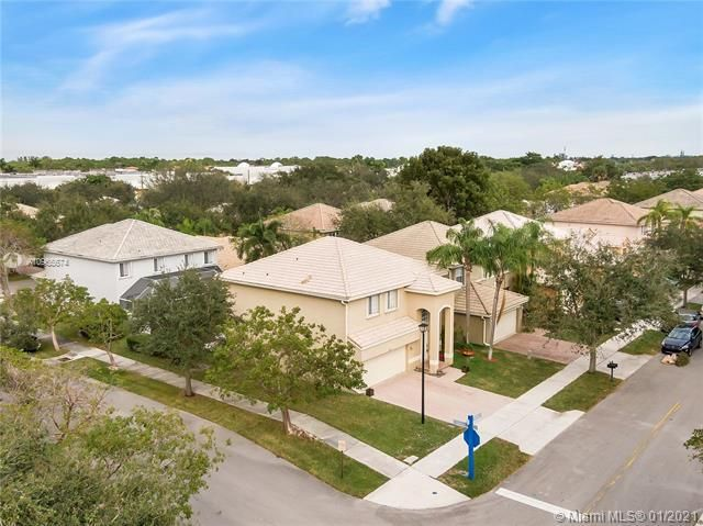 Regency Lakes At Coconut for Sale - 5039 Heron Ct, Coconut Creek 33073, photo 2 of 37