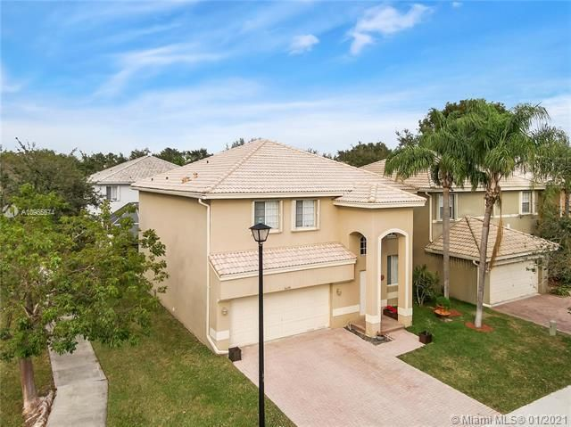 Regency Lakes At Coconut for Sale - 5039 Heron Ct, Coconut Creek 33073, photo 3 of 37