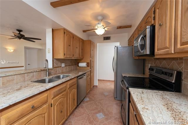 Parc Court for Sale - 9251 NW 9th Pl, Unit 9251, Plantation 33324, photo 7 of 52