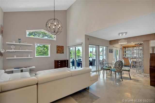 U S Lend Lease Plat No On for Sale - 1086 SE 5th Ct, Dania 33004, photo 1 of 26