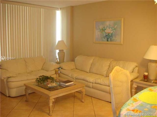 Alexander Towers for Sale - 3505 S Ocean Dr, Unit 918, Hollywood 33019, photo 3 of 15
