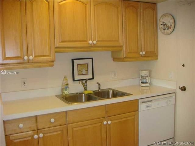 Alexander Towers for Sale - 3505 S Ocean Dr, Unit 918, Hollywood 33019, photo 4 of 15
