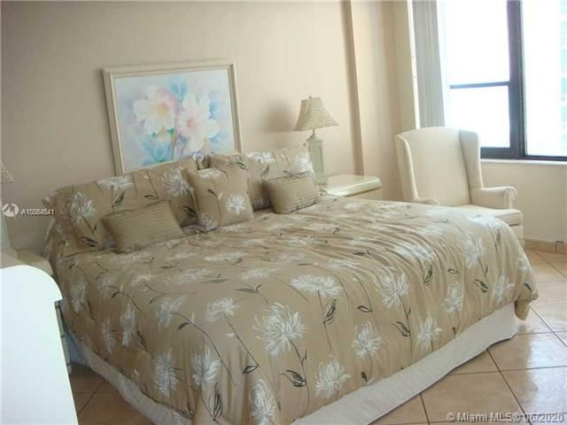 Alexander Towers for Sale - 3505 S Ocean Dr, Unit 918, Hollywood 33019, photo 6 of 15