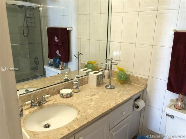 Sea Air Towers for Sale - 3725 S Ocean Dr, Unit 811, Hollywood 33019, photo 16 of 29