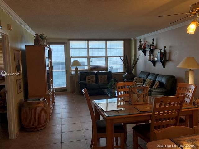 Sea Air Towers for Sale - 3725 S Ocean Dr, Unit 811, Hollywood 33019, photo 5 of 29