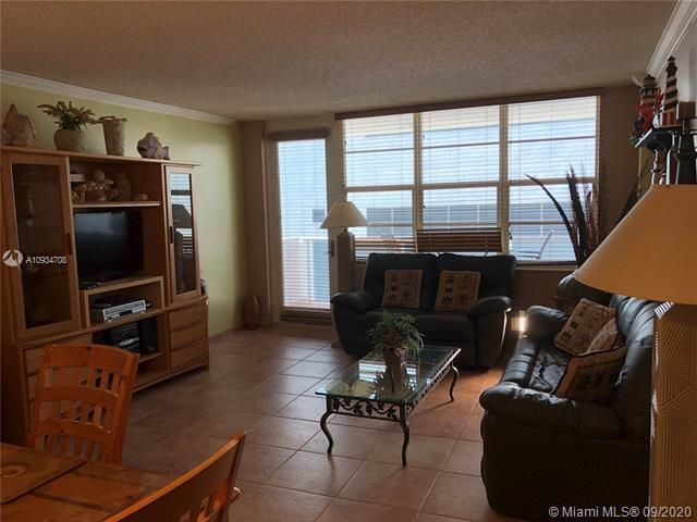 Sea Air Towers for Sale - 3725 S Ocean Dr, Unit 811, Hollywood 33019, photo 7 of 29