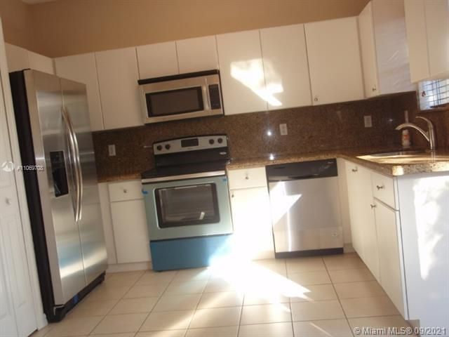 Leeward Islands for Sale - 10720 NW 82nd Ter, Unit 1-8, Doral 33178, photo 6 of 11