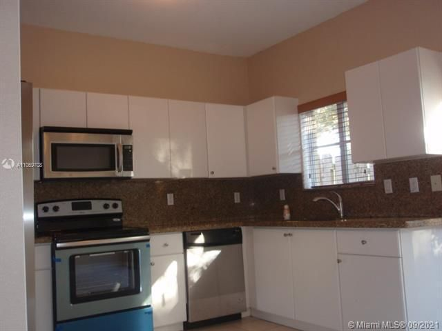 Leeward Islands for Sale - 10720 NW 82nd Ter, Unit 1-8, Doral 33178, photo 7 of 11