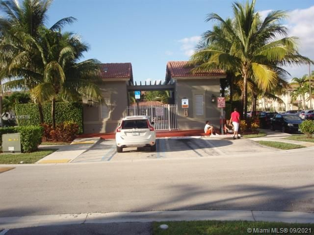 Leeward Islands for Sale - 10720 NW 82nd Ter, Unit 1-8, Doral 33178, photo 9 of 11
