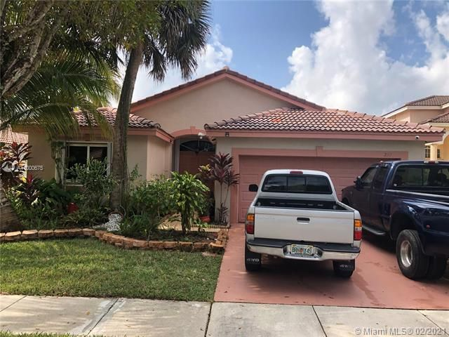 Silver Lakes At Pembroke for Sale - 222 SW 179th Ave, Pembroke Pines 33029, photo 1 of 8