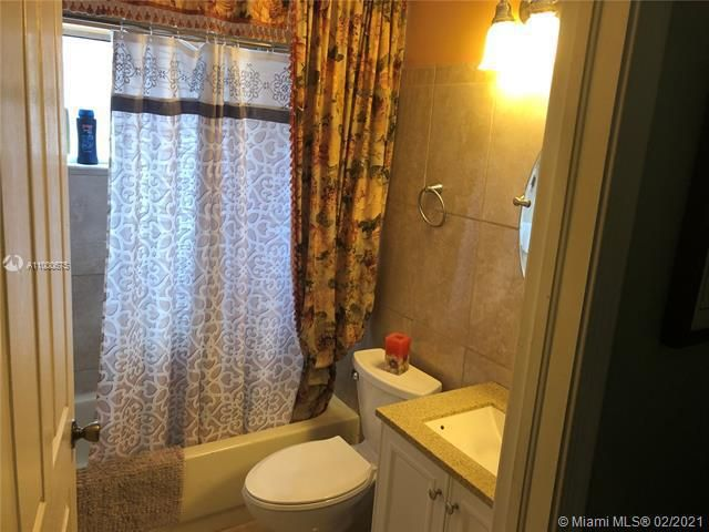 Silver Lakes At Pembroke for Sale - 222 SW 179th Ave, Pembroke Pines 33029, photo 3 of 8