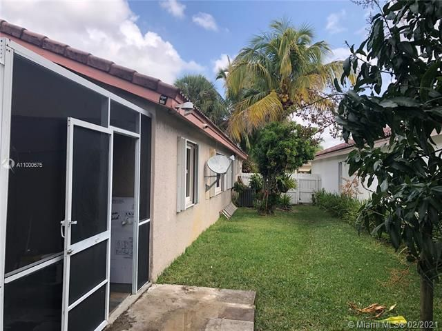 Silver Lakes At Pembroke for Sale - 222 SW 179th Ave, Pembroke Pines 33029, photo 5 of 8