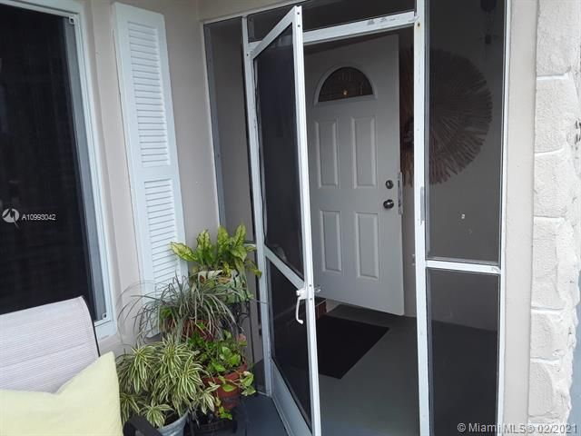 Paradise Gardens Sec 4 for Sale - 705 NW 73rd Terrace, Margate 33063, photo 6 of 40