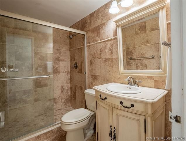 Alexander Towers for Sale - 3505 S Ocean Dr, Unit 1402, Hollywood 33019, photo 13 of 21
