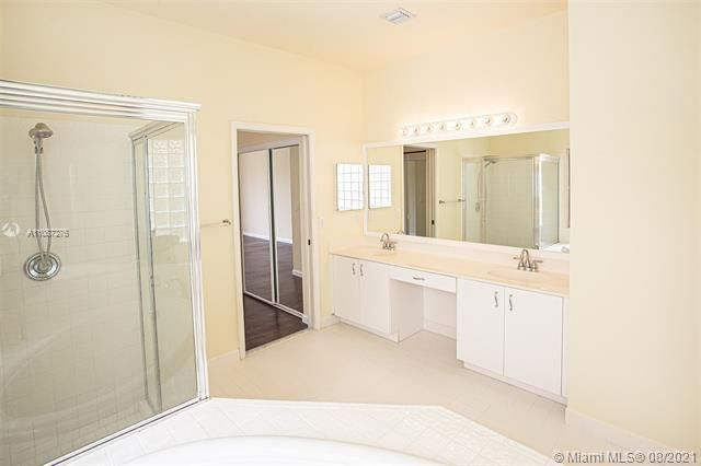 Holiday Springs Village S for Sale - 7570 NW 29th St, Margate 33063, photo 14 of 40