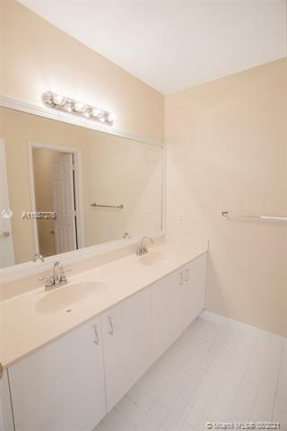 Holiday Springs Village S for Sale - 7570 NW 29th St, Margate 33063, photo 23 of 40
