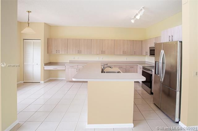 Holiday Springs Village S for Sale - 7570 NW 29th St, Margate 33063, photo 7 of 40
